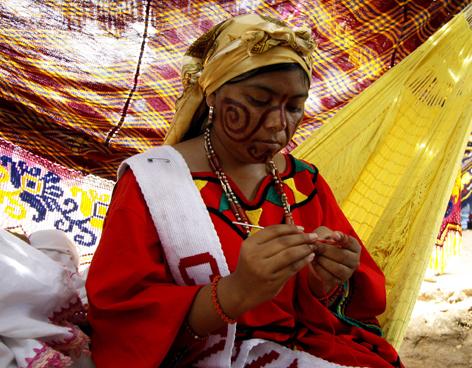 Mujeres Wayúu tejiendo (6)